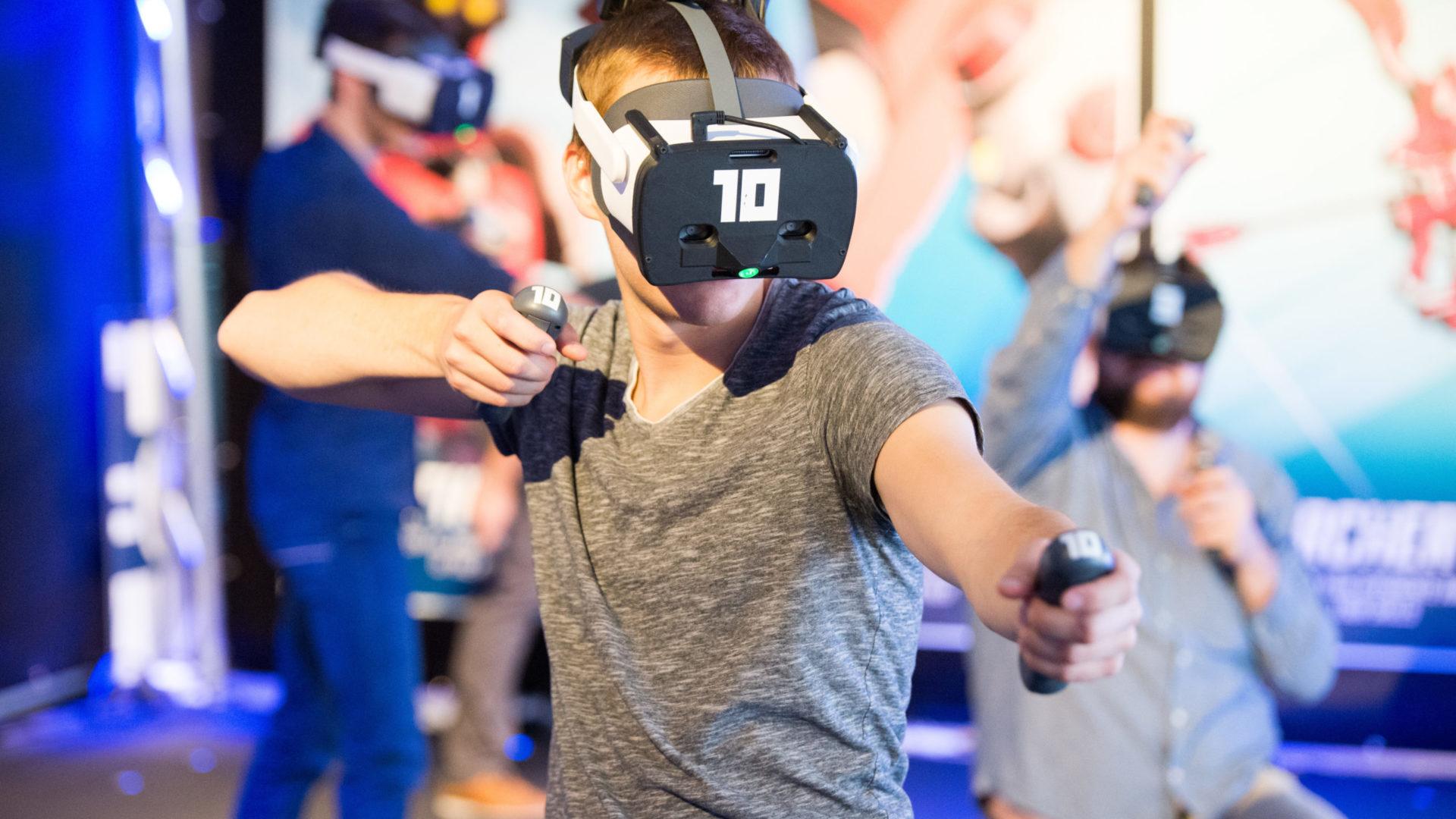 Pak je wapens en vecht met je vrienden in free-roaming VR voor locatiegebaseerd entertainment