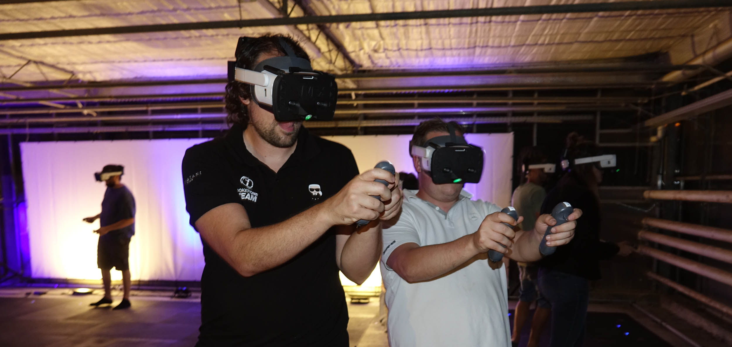 Compete in the VEX Esports contests, in virtual reality